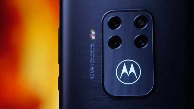 Motorola_One_Zoom_5s.jpg