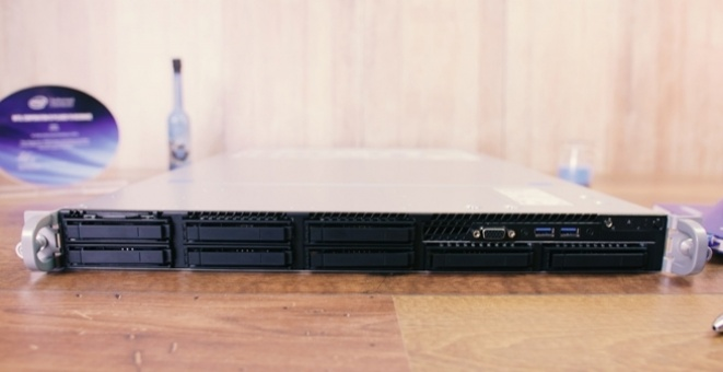 Test: Intel R1208WFTYS 1U server (Video)
