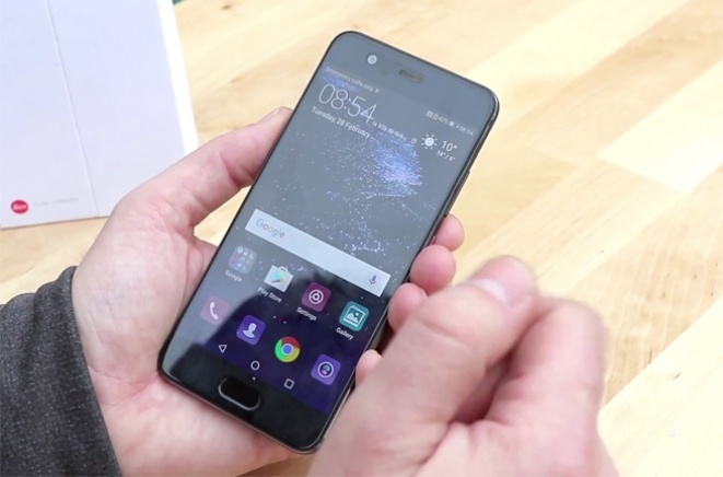 Benchmark na MWC 2017: Huawei P10 unboxing (VIDEO)