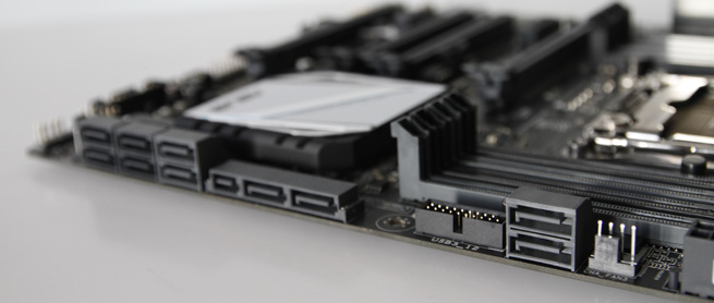 asus_x99a_025_s.jpg
