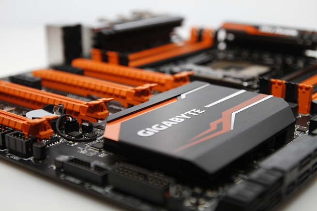 gigabyte_ga_x99_soc_force_038_s.jpg