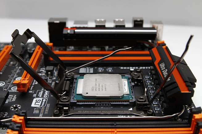 gigabyte_ga_x99_soc_force_040_s.jpg